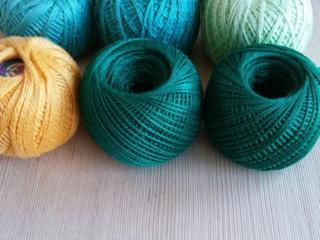 Продам нитки для вязания, 20 руб. (бамбук, шерсть), а также ирис 6руб