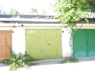 Продам гараж с автомобилем.