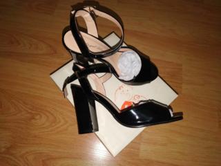 Sandale de vara, cu toc. Noi. 37