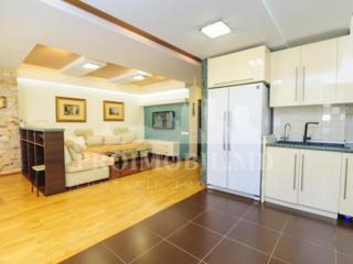 Apartament cu 3 camere și suprafața de 102m2. Str. Alba Iulia, ...
