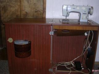 """Продается швейная машина """"ЧАЙКА"""" с тумбой и электрическим приводом"""