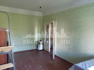 Spre vânzare apartament, bloc vechi, sect. Botanica, str. Dimineții. .