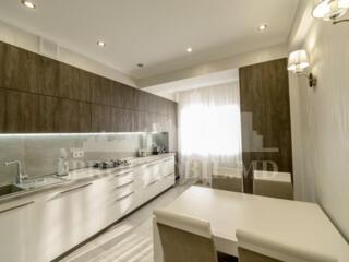 Imobil spațios și luminos! Design individual! În casă nouă! ...