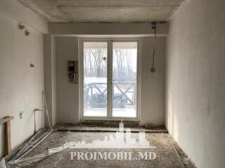 Spre vânzare apartament în varianta albă cu 3 camere, amplasat în .