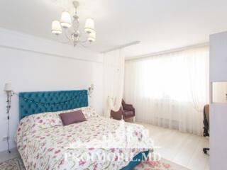 Vă propunem acest apartament cu 3 camere,situat în Centrul ...