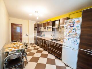 Spre vânzare un apartament deosebit situat într-o zonă apreciată a ...