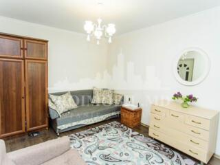 Se oferăspre vînzare Apartament de mijloc cu Euroreparație! ...