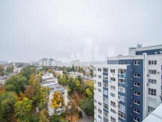 Spre vânzare penthouse cu 3 camere+living, suprafața de 170 ...