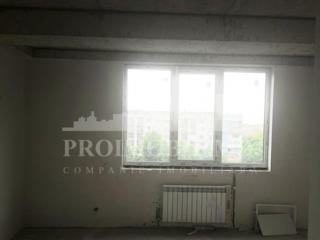 În VÂNZARE apartament cu o cameră, suprafața 43 mp. Bloc locativ ...