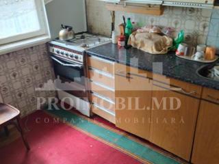Spre vânzare apartament, bloc vechi, sect. Botanica, str. Minsk. ...