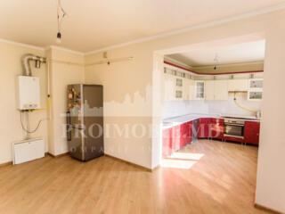 Apartament cu 3 camere de mijloc, dispune deeuroreparație, bloc ...