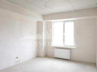 De vânzare apartament cu 2 camerе și suprafața de 65 mp în bloc nou