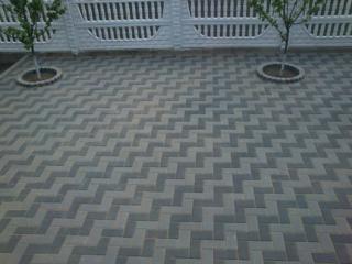 Укладка тротуарной плитки, вибротрamбoвка