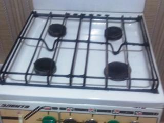 Продаю газовую плиту б/у в хорошем состоянии