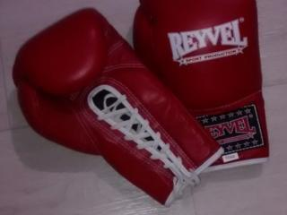 Перчатки REYVEL, 10 oz. Новые. 2 пары по 250 руб.
