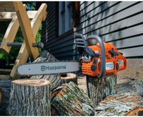Taierea copacilor, lemnelor Спил деревьев бензопилой