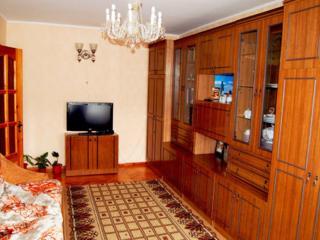 O cameră 20 m2 unei domnişoare/doamne în apartament cu 3 camere, la et