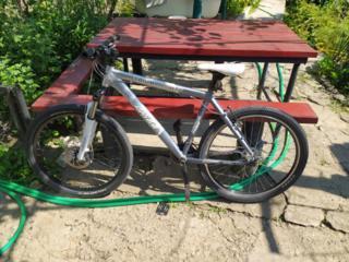 Продам велосипед. Алюминиевая рама М колеса 26