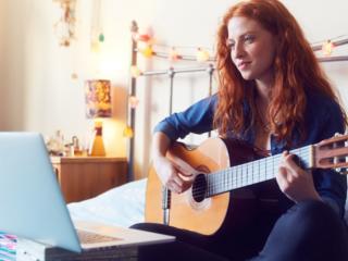 Lecții de chitară online\Уроки гитары онлайн