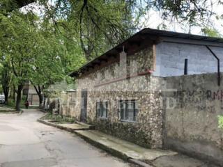 Se vinde garaj de 110 mp, pret 41500. Este amplasat pe str. Bogdan ...