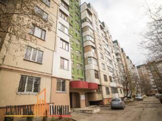 Se oferă spre vânzare apartament cu 2 camere. Locuința se extinde pe .