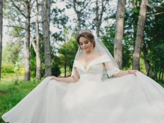 Красивое - нежное, свадебное платье.
