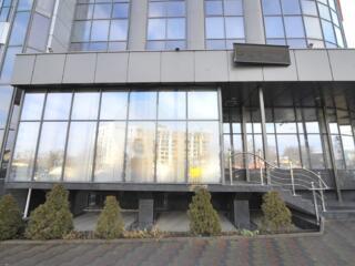 Se oferă spre chirie oficiu, amplasat la etajul 2 al unui centru ...