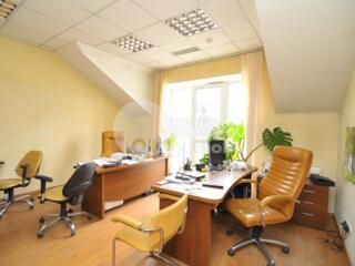 Se oferă spre vânzare spațiu commercial/oficiu în sect. Centru. ...