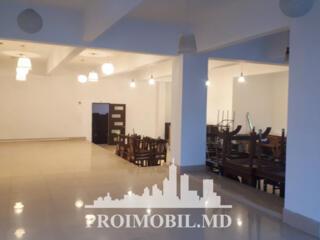 Se dă în chirie spațiu comercial de 210 m2 (160 m2 sală + 50m2 ...