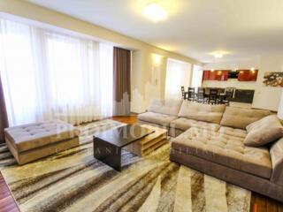 Spre închiriere! Apartament localizat în Complexul DeLuxe (pe bd. ...