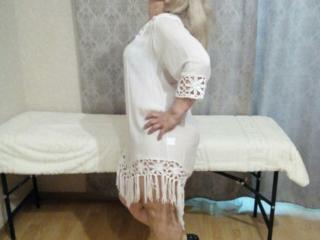 Блондинка, одесситка Анна, 39 лет, симпатичная, плотного телосложения, с правильными