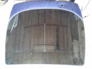 Заднее стекло и задний левый фонарь на Nissan Primera Р11, хэтчбек.