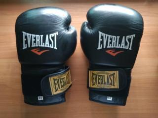 Бокс перчатки и бинты