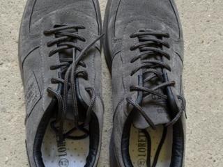 Продам кроссовки, маломерка 42 (по факту ~41)