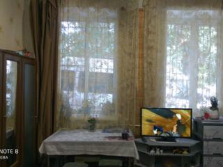 Продам 1-комнатную квартиру напротив парка Кирова, 1/3 эт., удобства.