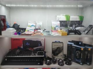 Зарядные устройства, кабели в ассортименте и многое другое