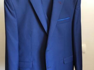 Продам мужской современный костюм тройка за 900 рублей! Срочно!