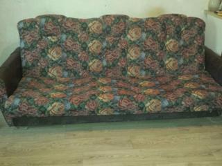 1000 руб - Недорого продам диван книжка, в хорошем состоянии.