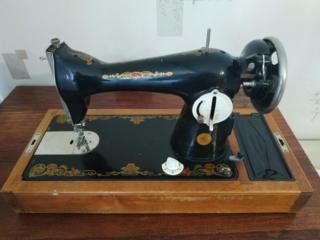 300 руб - Швейная машинка полностью в рабочем состоянии