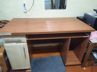 Продам письменный стол б/у