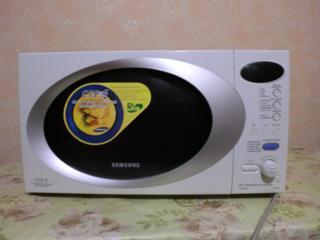 Микроволновая печь SAMSUNG.