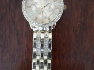 Модные часы Genevа за 100 лей.