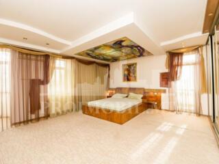 Spre chirie apartament confortabil, cu o suprafață de 170 mp. Blocul .