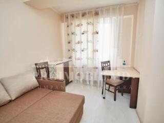 Se oferă spre închiriere un apartament după reparație, cu 2 camere cu