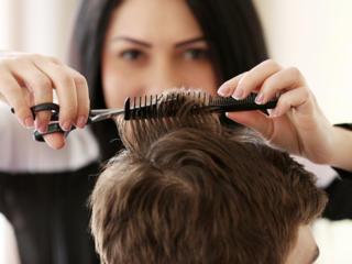Требуется парикмахер-универсал.