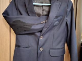 Продам школьную форму и рубашки для мальчика