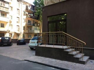 Престижный фасадный офис 160м. кв. Французский бульвар. Свой вход.