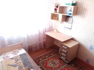 Продам кровать, стол, полочку и тумбочку.