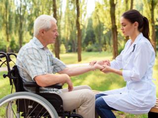 Оказываем Услуги: уход за пожилыми людьми