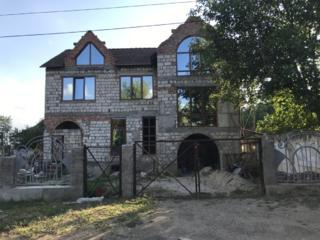 Продается 2-этажный дом. Центр с. Терновка.